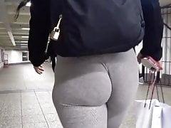 Bouncing bubble cheeks causing havoc at the subway