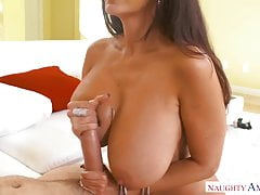 Ava is such a hot bitch